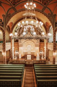 Image of a decorated synagogue